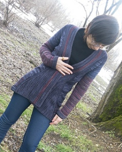 Fabulous cardigan with short row shaping as well as detailing in contrast coloring.
